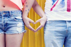 कुंभ राशि और तुला राशि: Love Relation